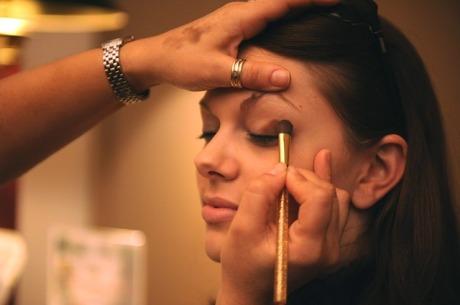 makeup-677200_640